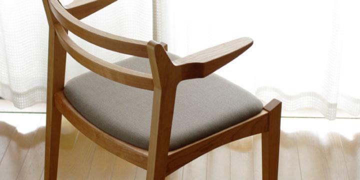 無垢材の椅子