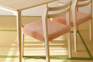 ianhono furnitureの無垢材椅子