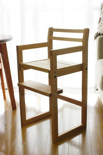 無垢材のダイニング子供椅子
