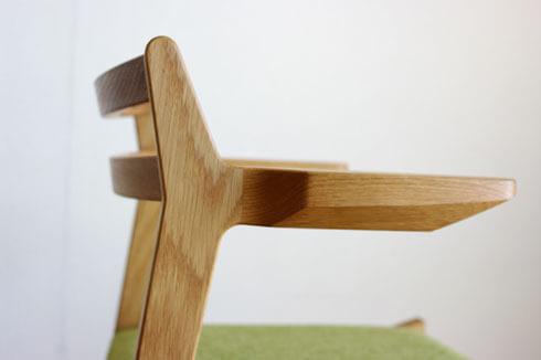 ルンバが通るアーム椅子