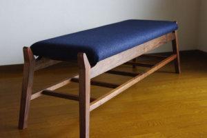 無垢材のベンチ