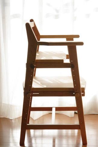 無垢材のダイニング用子供椅子