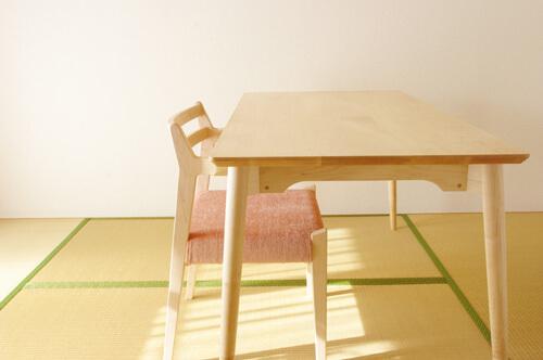 inahono furniturenの無垢材テーブル