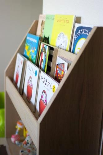 木の絵本棚