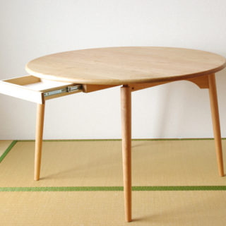 チェリーの丸テーブル