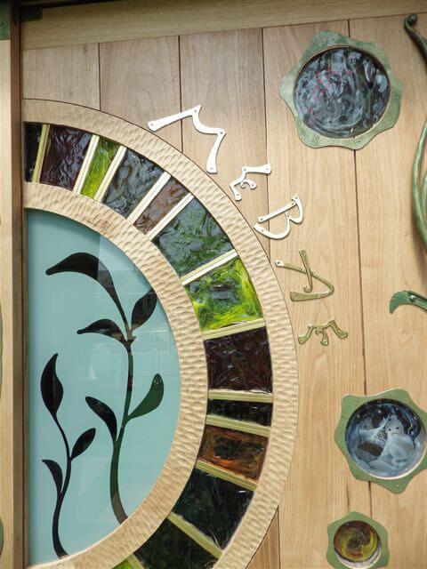 木とガラスと鉄の無垢材扉