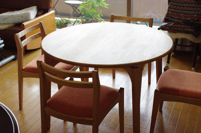 オーダーの無垢材丸テーブル