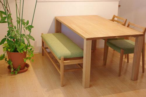ナラ材のベンチとダイニングテーブル