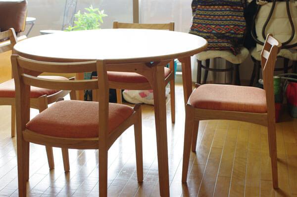 チェリー材の丸ダイニングテーブル