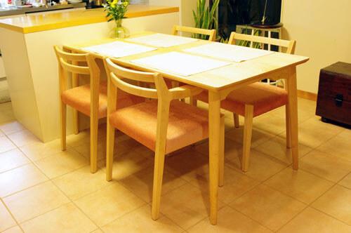 メープル材のダイニングテーブル