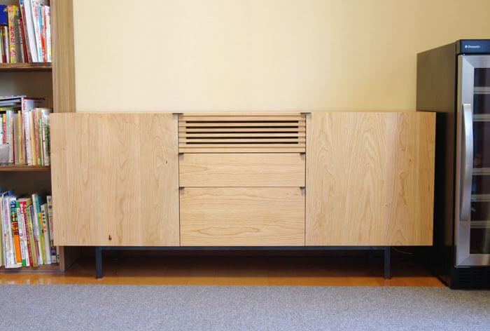 オーダー製作の無垢材テレビボード