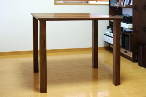 ウォールナットのテーブル